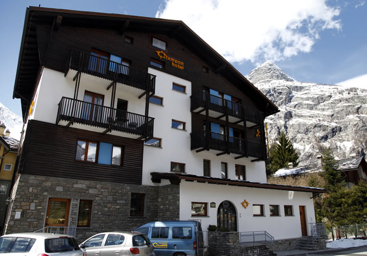 Exterior of the Hotel Crampon