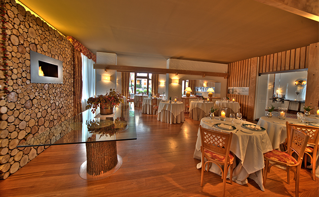 The restaurant area in the Cresta et Duc