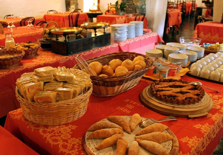 A typical breakfast at the Hotel Del Viale