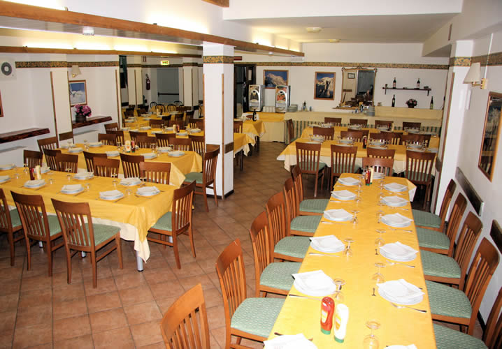 The restaurant area of the Hotel Telecabine