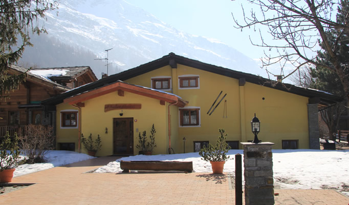 Alternative exterior of the Chalet Alpina