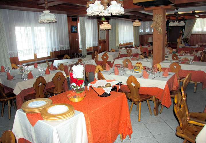 The restaurant area of the Hotel Beau Sejour