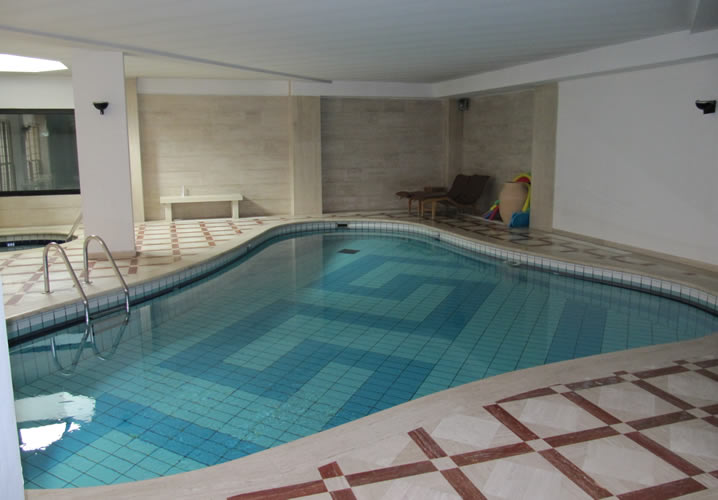 The swimming pool in the Cheval Blanc