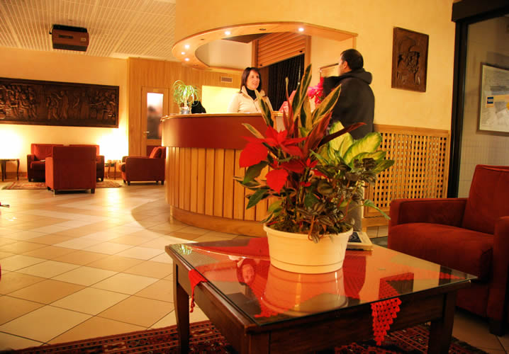 The reception area of the Hotel Roma