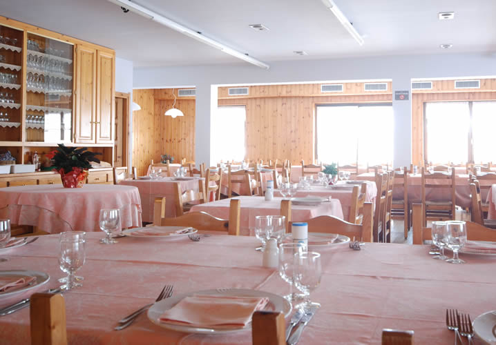 The restaurant area of the Hotel Valdotain